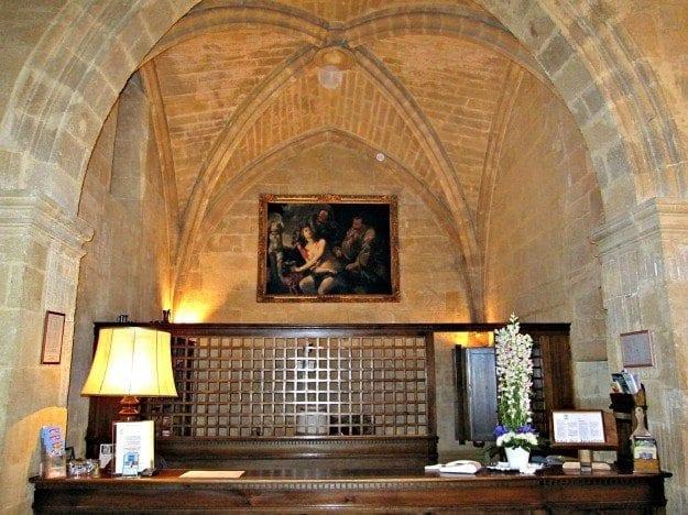 Aix en Provence Hotel des Augustins lobby