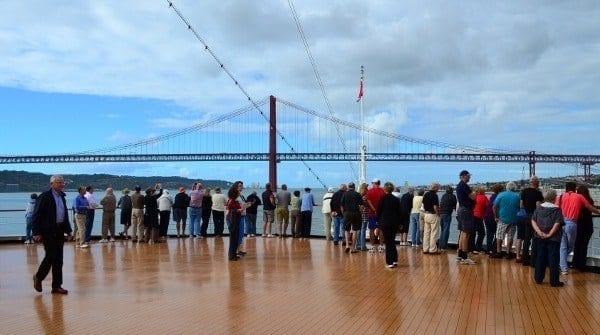 Nieuw Amsterdam entering Lisbon on the Tagus River