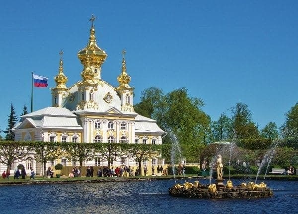 One of the many building at the Peterhof.
