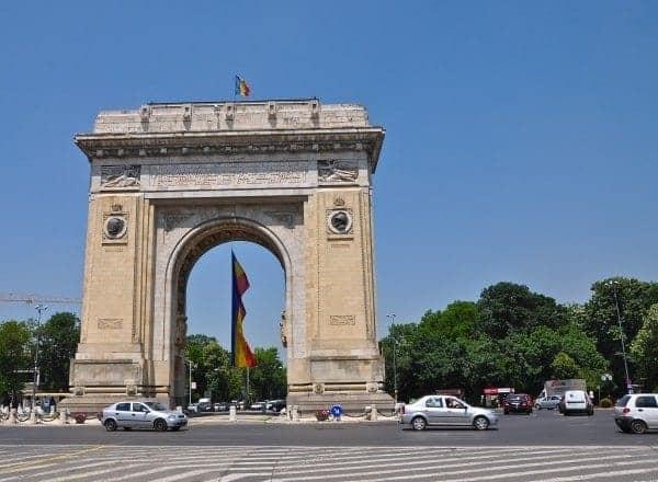 No, it's not Paris. It's the 1936 Arcul de Triumf in Bucharest.