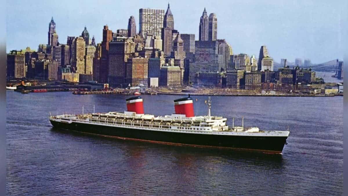 The S.S. United States departs from New York on July 3, 1952 bound for LeHavre and Southampton. Photo credit: Alexandre Deblois.