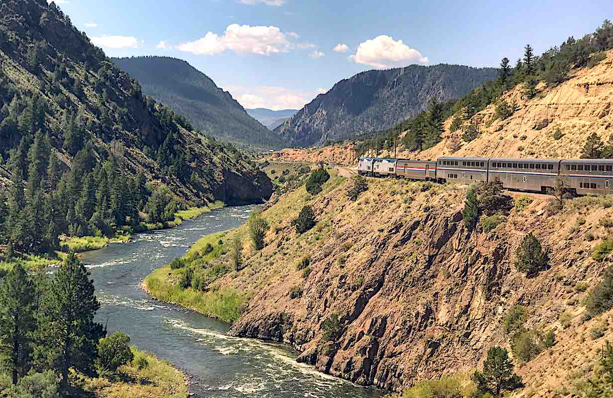 Amtrak California Zephyr on a curve on the Colorado River