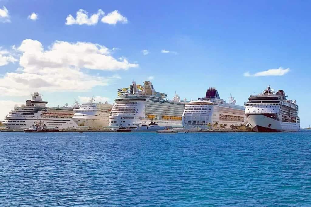 cruise ships in Nassau Harbor