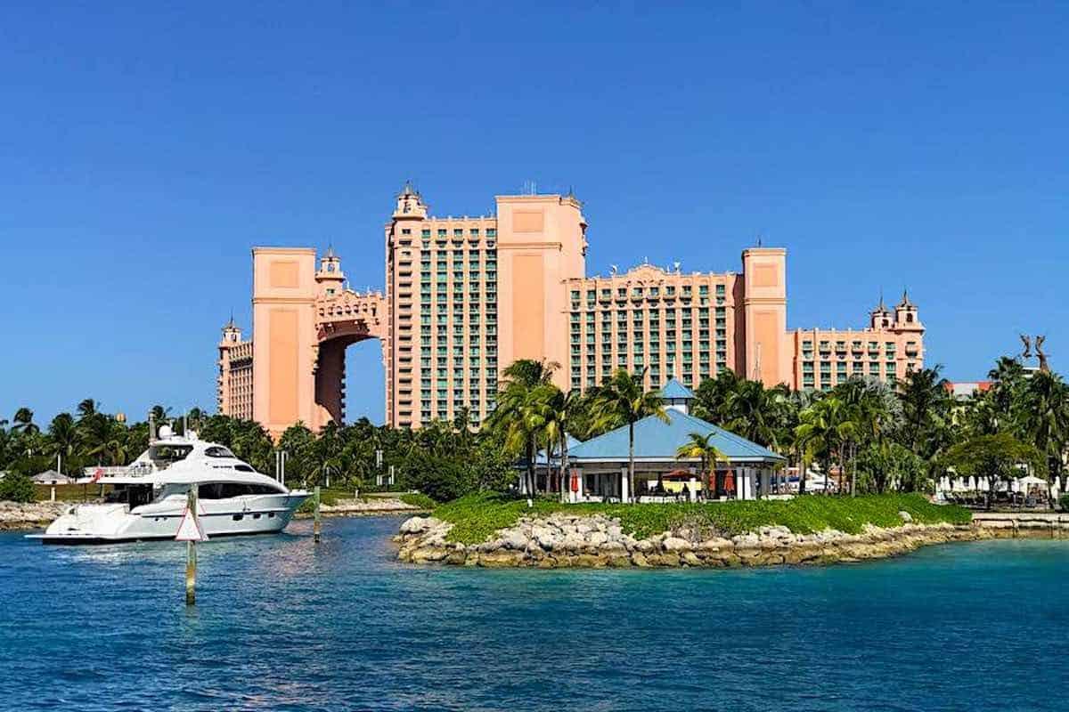 Bahamas Nassau and Paradise Island closed to U.S. Tourists