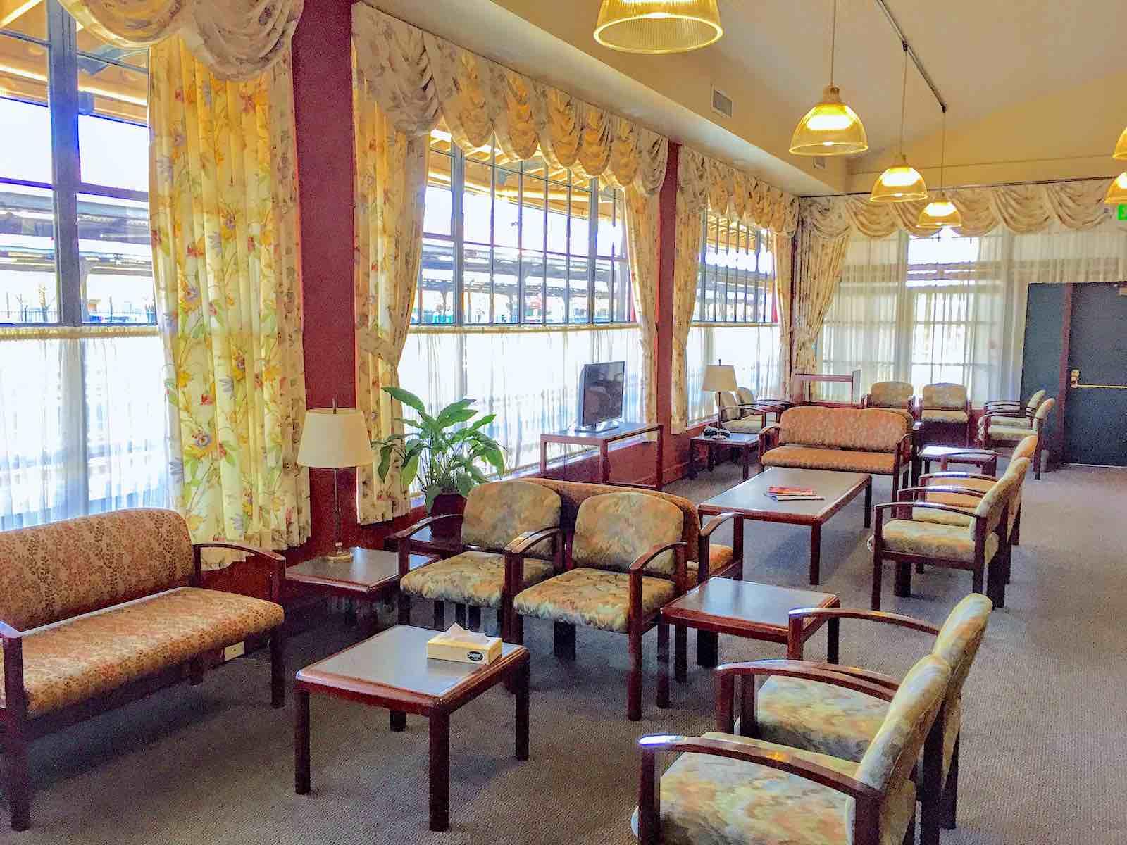 Portland, Oregon Amtrak Metropolitan Lounge