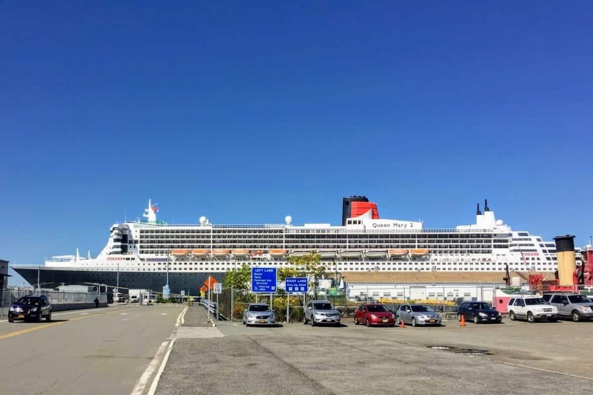 Queen Mary 2 docked in Brooklyn