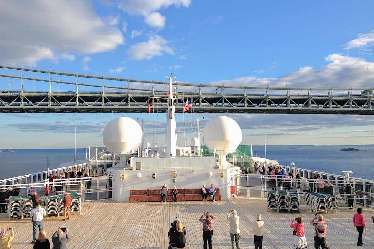 Queen Mary 2 at Verrazano Bridge in New York